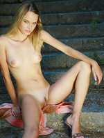 Sexy Julia outdoor nude and bewitching pictures