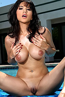 Bikini Pornstar Sunny Leone