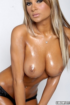 Lube My Tits With Amy Reid