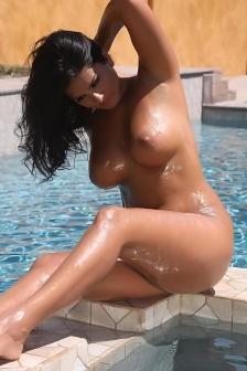 Sunny Leone big tits all wet