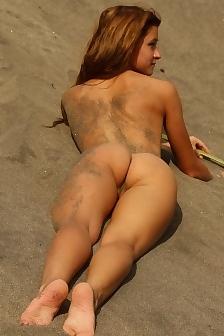 Pasdite Naked On The Beach
