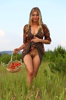 April Shows Her Big Boobs Outdoor