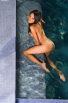 Nude Zeina Heart At The Pool