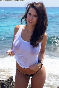 Amy Nice Tits