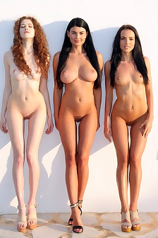Three Damn Sexy Models On Holiday