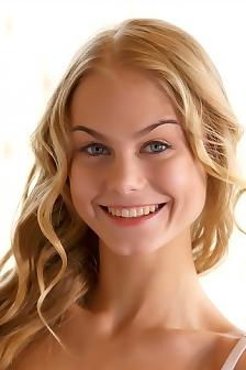 Blonde Teen Erika Spreads