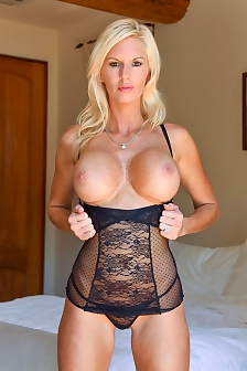 Jewel Classy Blonde