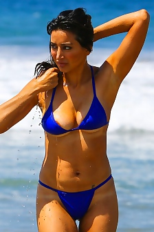 Noureen DeWulf Areola Peek Exiting The Ocean