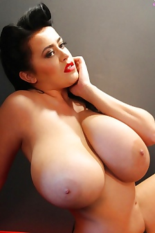 Leanne Crow New Dimensions Of Boobs